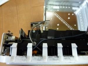 無線モジュールのケーブルを止めているテープ